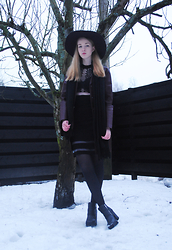 Noora Vesalainen - Zara Leather Coat, Alexander Wang Dress, H&M Hat, Pieces Scarf, H&M Shoes, Lumi Irina Saddle Bag - I Will Wait
