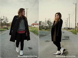 Ojie Papalli - Boohoo Boots, Mango Coat, Tally Weijl Plannel, Thrifting (2euro) Jumper - White Boots in Winter