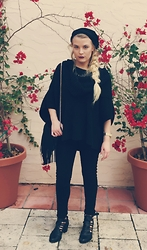 Doris Crosby - Express Jeggings, Guess? Booties, H&M Fring Bag, Express Sweater, Francesca's Neckless, Pacsun Beanie - Noir