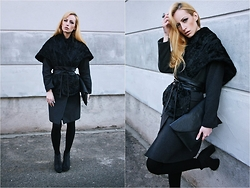Hillie Rocks - H&M Boyish Coat, Vintage Fauxfur Cape, Vintage Leather Sash Belt, H&M Lace Up Booties, H&M Black Stockings, Statement Stone Ring, Diy Fake Septum, Envelope Handbag - When the outwear becomes an outfit