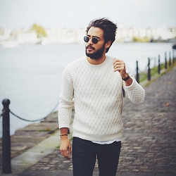 Raphaël Spezzotto-Simacourbe - Sandro Knitwear, Daniel Wellington Watches, Dinh Van Bracelet, Sandro Jean, Ray Ban Sunglasses - Winter Knitwear Day