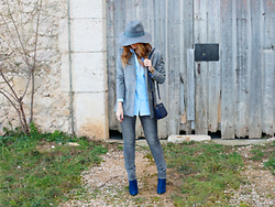 A TRENDY LIFE - Sumissura Blazer, Sumissura Camisa, C&A Jeans, Michael Kors Bolso, El Corte Inglés Sombrero, Mustt Botines - Grey Blazer & Blue Blouse