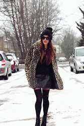 Jade Rose Topper - Lady Evelyn Veil Beanie, Asos Fashion Tights, Urban Outfitters Leopard Print Fur Coat, Roberto Cavalli Cat Eye Sunglasses - Yorkshire Winter