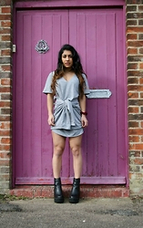 Leela Sule - Missguided Sweater Dress, Missguided Cleated Chelsea Boots, Topshop Suede Choker - Muted Grey