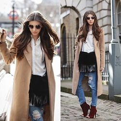 Larisa Costea - Missguided Coat, Kurtmann.Ro Shirt, Diva Charms Boots, Sheinside Jeans - London Fashion Week Day 4