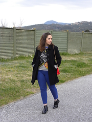 Angelica Giannini - Shop Art Felpa, Tezenis Pants, H&M Bag - Un look semplice e comodo