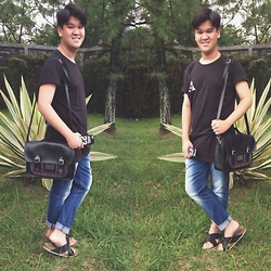 Axel Lewi - Smith Basic Tee, Tozai Line Boyfriend Jeans, Manikan Satchel, Lady H Jersey Case, Uniqlo Sandals - Lazy Saturday Look
