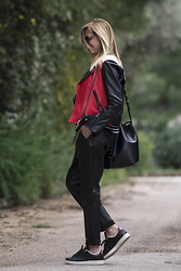 Nina Papaioannou TRENDSURVIVOR - Adidas Sneakers Stan Smith, Mansur Gavriel Bucket Bag - Hello March