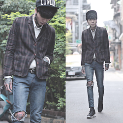 IVAN Chang - Fred Perry Suit, Nike Rosherun - 030315 TODAY STYLE