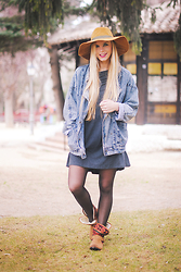 Martha Lozano - Zara Hat, Sheinside Denim Jacket, Sheinside Dress, Maria Barcelo Boots - No me vendas la moto
