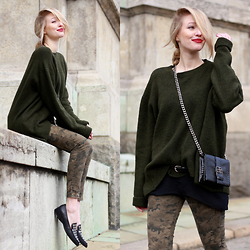 Leonie Hanne - Camo Pants, Khaki Pullover, Mini Bag, Top, Slipper - New military | ohhcouture.com
