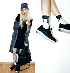 Kicki Yang Zhang - Urb Clothing Melting Socks, Nike Sneakers, Forever 21 Bag, H&M Hoodie, Asos Skirt - MELTED