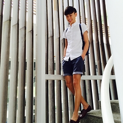 Rui Yang - Topman White Classic Fit, Alcott Regular Fit Navy Shorts, Timberland Boat Shoes - Back To School