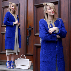 Leonie Hanne - Blue Knit, Blue Heels, Dress, Cardigan, Bag - All knitted & A pop of color | ohhcouture.com