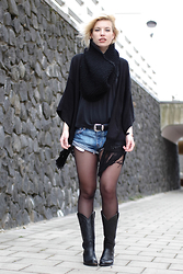 Rowan Reiding - One Teaspoon Bandits Denim Shorts Jeans, Primark Black Kimono Cardigan, Diy Black Knit Circle Scarf Snood, Sendra Black Cowboy Western Boots, Asos Black Leather Western Belt Big Buckle, Asos Black V Neck Basic Black Tee T Shirt - SHORTS & TIGHTS