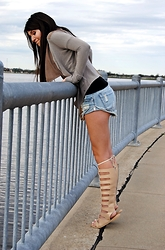 Christine Tarver - One Teaspoon Bandit Hendrix Shorts, Free People Gladiator Sandal - Land Down Under