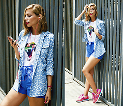 Didi Ibarra Rake - Pouca T Shirt, Casual Friday Denim Shirt, New Balance Sneakers - Color Charisma
