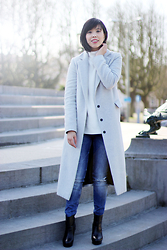 Vivian Tse - Dorothy Perkins Duster Coat, Zara Ripped Jeans, New Yorker Knitted Sweater, & Other Stories Chunky Booties - Ripped jeans and sunshine
