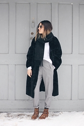 Elif Filyos - Frontrowshop Faux Fur Coat, English Factory Tapered Pants - Invisible Man