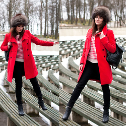 Anna Puzova - Zara Coat, Nicolette New York Dogtooth Print Sweater, Jenny Fairy Quilted Backpack, H&M Jeans, Miss Selfridge Ankle Booties - Go Red. Go Black. Go Pink.