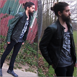 Bernardo Soares - Autark Wolf Tshirt, Gipsy Leather Jacket, River Island Black Jeans, Ecco Chelsea Boots - Wolves are Back