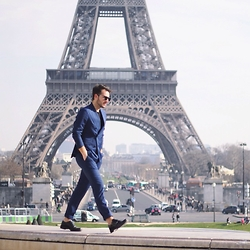 Lorenzo Liverani -  - WALKING IN PARIS