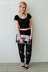 Kim Tuttle - Prima Donna Samba, Nasty Gal Track Pants, Phase 3 Chain Bag, Mimi Chica Crop Top, The Bra Lab - All black everything