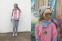 Lexa - Reebok Sneakers, H&M Scarf, Mango Sunglasses, New Yorker Hat, Zara T Shirt, Philips Earflaps, Puma Backpack - 34.gray and pink
