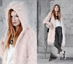 Ebba Zingmark - Style Moi Fake Fur Coat, Style Moi Top, Style Moi Pants, Vans Sneakers - COMPLETE CONTROL