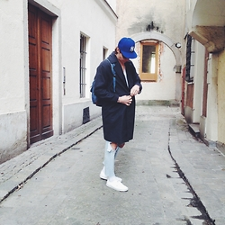Richy Koll - Vans Sneakers, American Apparel Destroy Jeans, H&M Over Coat, Asos Bagy, Cap - NY.