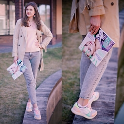 Evelina Popova - Adidas Boots, United Colors Of Benetton Trench, & Other Stories Top, Paul & Bear Jeans - Spring time