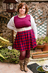 Ninaah Bulles - Primark Dresse, Primark Belt, Primark Cardigan, Asos Legs Wear, New Look Boots - In red color