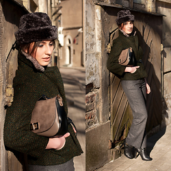 Anna Puzova - Vintage Fur Forage Cap, Vintage Blazer, New Look Croc Print Flap Saddle, Monsoon Wool Pants, Miss Selfridge Ankle Booties - Back To Future Past