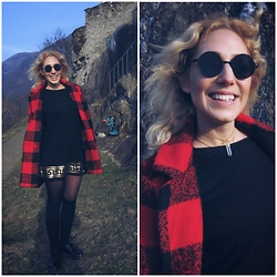 Carmen Segattini - Sheinside Plaid Coat, Missguided Black Dress, Urban Outfitters Black Socks, Dr. Martens Doc Black Short, Etsy Cristall Necklace, Velvet Novel Sunglasses - MOUNTAIN CHECK