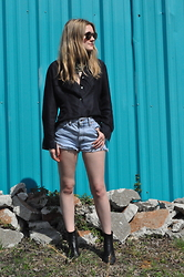 Kirby C - Anthropologie Sunglasses, Vintage Blouse, Levi's® Shorts, Isabel Marant Ankle Boots - Levi's & Blue