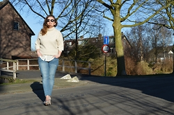 Anna Kotch - Zara Sweater, Primark Blouse, Zara Jeans - Product of you love
