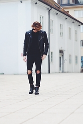 Richy Koll - H&M Chealseboots, H&M Jeans, H&M T Shirt, Zara Leather Jacket - Human.