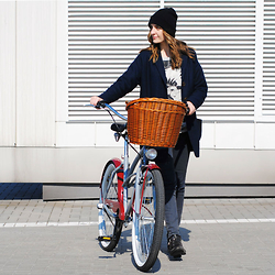 Ryfka (Szafa Sztywniary) - Cubus Beanie, Lee Coat, Review Sweatshirt, Lee Jeans, Bronx Ankle Boots, Chillovelo Bike - Just chillin' with my velo