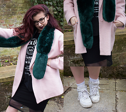 Olivia Lynn - And Finally Jack Daniels Vest, H&M Mesh Insert Midi Dress, Boohoo Green Faux Fur Stole, River Island Pink Wool Coat, Nike Air Force 1 Mid - Black Jack & A Touch Of Sass