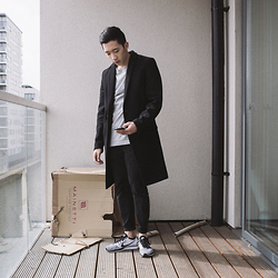 Haley Ma - Wool Overcoat Candidate 1, Palace 3m Tri Ferg T Shirt, Uniqlo Black Stretch Jeans, Nike Flyknit Racer - The Catchup
