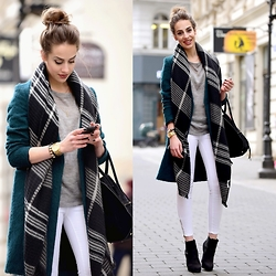 Markéta Bártová - Promod Grey Checked Scarf, H&M Bottle Green Coat, Mango White Skinny Jeans - Feel Good Inc.