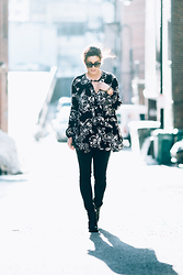 Kayte Demont - Zara Black Leggings, Free People Floral Tunic, The Frye Company Booties - FRYE 3