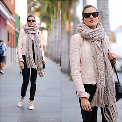 Marianela Yanes - Bershka Scarf, Zara Jacket, Queens Wardrobe Pants, Pull & Bear Sneakers - Matching leather