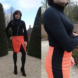 Francesca Di Parma - Ted Baker Skirt, Wolford Bodysuit, Wolford Tights, Lanvin Booties, Goosecraft Jacket - A bit of sunshine!