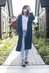 Kristine - Trinity Styles Oversize Long Knit Cardigan, Trinity Styles Chrome Metal Aviators - Feeling Blue