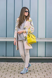 Frau Eismann - H&M Coat, Fiorelli Bag, Marc By Jacobs Sunglasses, Zara Jeans - Yellow bag