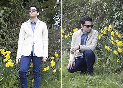 Ronan Summers - Gucci Acetate Square Frame Campaign Sunglasses, Reiss Victory Beige Blazer, Jack Wills Blue Chinos, Notch London Contrast Chambray Shirt - First sights of Spring