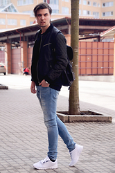 Jakob Andersson - Jofama Bomberjacket, River Island Backpack, H&M Jeans, River Island Sneakers, River Island Sweater - RIPPED JEANS