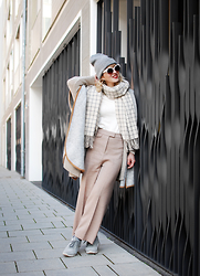 Esra E. - H&M Culotte, Monki Grid Scarf, Zara Sneakers, Mango Cape - Cream layers