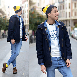 Andrés Barreto - Asos Beanie, Lefties Sweatshirt, Pull & Bear Denim Jacket, Springfield Parka, H&M Jeans, H&M Socks, Hugo Boss Desert Boots - Layers over layers.